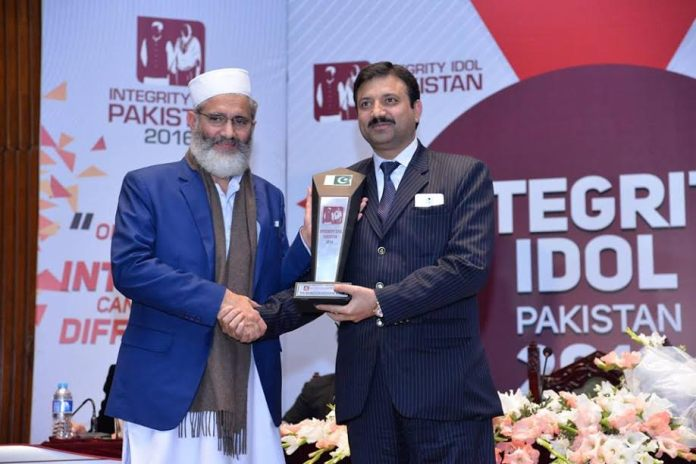 Rai Manzoor Husain Nasir Named Pakistan's First Integrity Idol Winner At National Ceremony