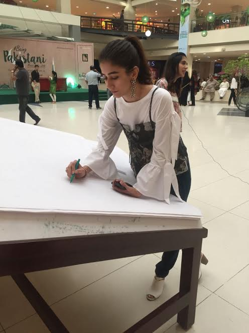Syra Shehroz in Dolmen Mall initiates a Pakistan Day pledge movement