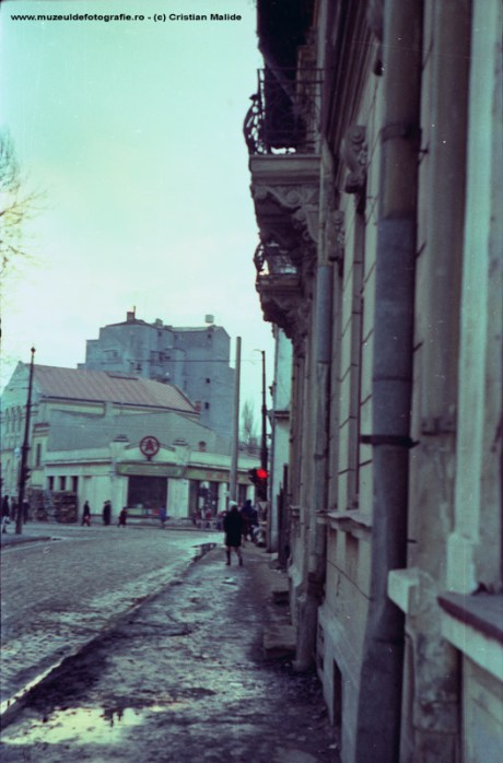 Alimentara pe strada Cauzasi lipita de o Sinagoga, fotografiate de pe strada Labirint