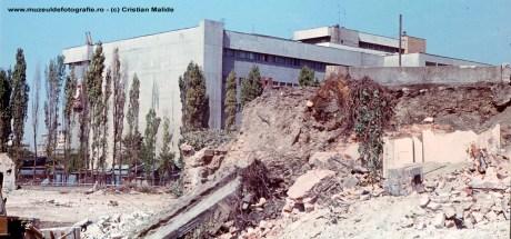 Langa Magazinul Unirea in plina zona demolata.