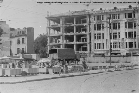 Strada Sf. Vineri la intersectia cu Calea Mosilor cu vedere spre Sf. Gheorghe, in 1982