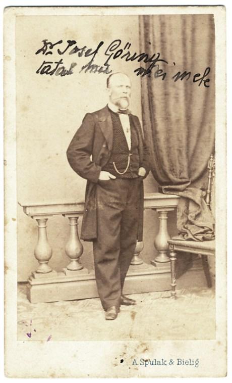 """Portret al doctorului Josef Goring realizat de A. Spulak & Bieling în București. Pe fotografie este notat: """"Dr. Josef Goring tatăl mamei mele"""". Imagine nedatată"""