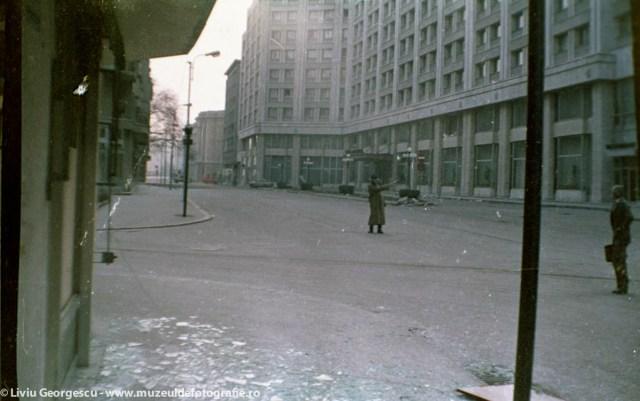 Calea Victoriei, Hotel Bucuresti - 24.12.1989 - Foto:  Liviu Georgescu