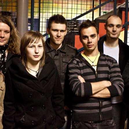 Noom8 vsi člani ((Od leve proti desni: Jana Peroša, Maja Pavlič, Ivana Kolarič, Dejan Stopar, Žiga Rustja, Dejan Vrbnjak, Teo Korenika) foto: Arhiv Noom8
