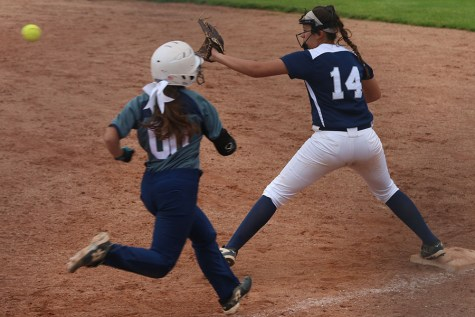 Softball splits against Blue Valley North Mustangs