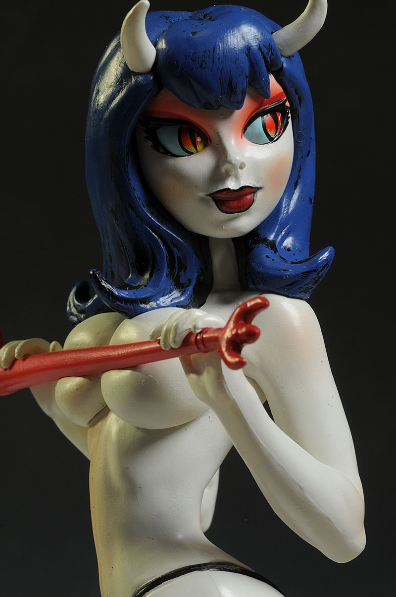 Sinful Sizie Little Minxies statue by Moore Studios