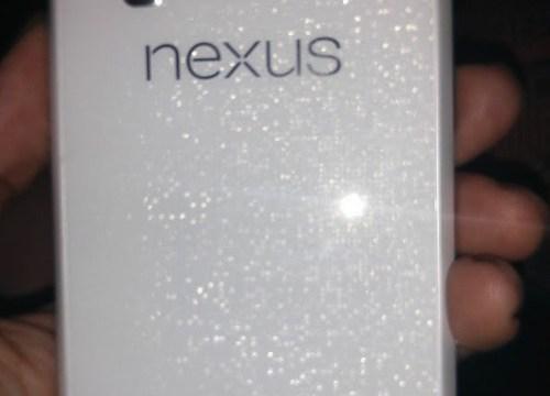 LG Nexus 4 สีขาว กำลังจะมา(ซะที)