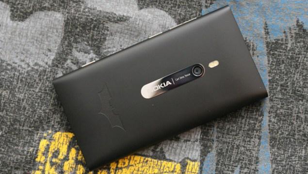 เอ๊ะยังไง Nokia Lumia 1320 มาพร้อมกับโลโก้ Batman
