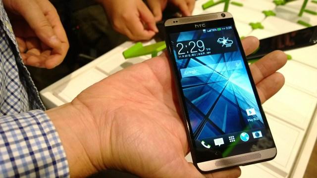 HTC เปิดตัวทายาทรุ่นใหม่ HTC Desire 700 หน้าตาเหมือน HTC One