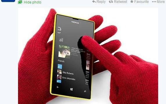 โดนอีก… Nokia แซวตลกร้าย HTC ใช้งานโทรศัพท์ยังไงหน้าหนาว