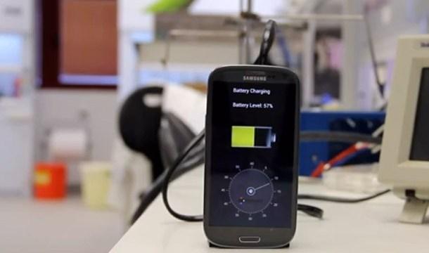 สารกึ่งตัวนำแบบใหม่ ชาร์จโทรศัพท์เต็มได้ใน 30 วินาที