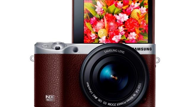 บันทึกทุกเหตุการณ์สำคัญด้วยกล้องดิจิตอลซัมซุงเอ็นเอ็กซ์ 500 โดดเด่นด้วยดีไซน์ที่เพรียวบาง