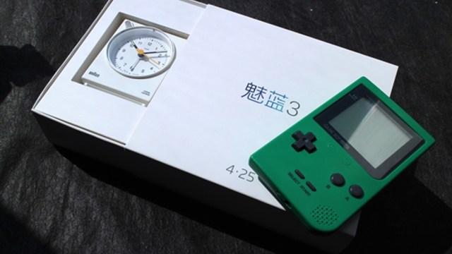 """แฝงความนัย! Meizu ส่ง """"นาฬิกาปลุก+เกมบอย"""" พร้อมบัตรเชิญสื่อเปิดตัว M3"""