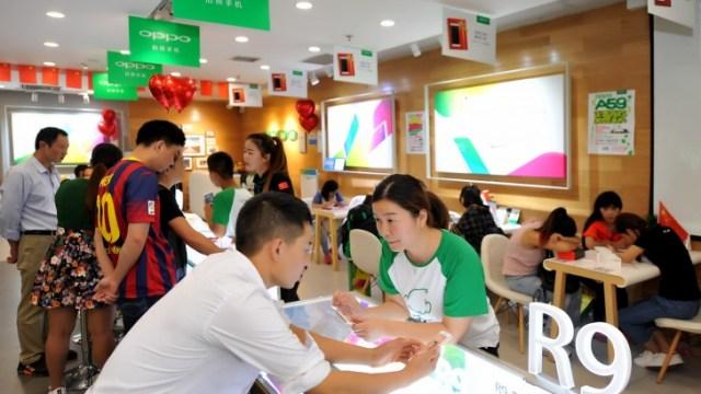 ผลสำรวจเผย Oppo R9 ควง iPhone 6s ยึดตลาดออฟไลน์ในจีน ทำสถิติขาย 1 เครื่องทุกๆ 1.1 วิ