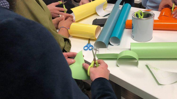Atelier Totem box MYARTBOX découpage pour travail de la créativité collective
