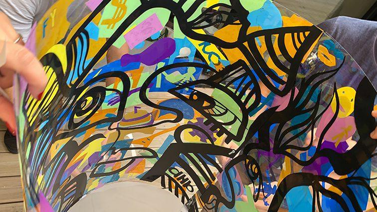 résultat du protocole créatif Lyon Totem box fresque plexi my art box ana artiste