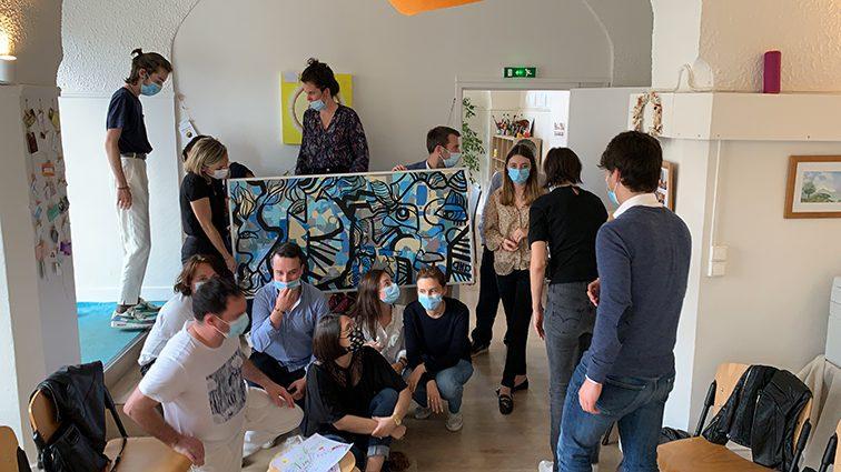 photo de groupe d'une équipe en Team Building Original à Lyon