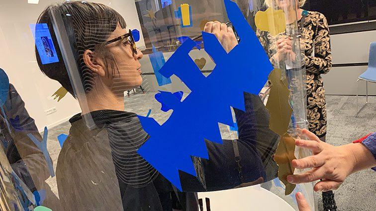 la méthode artistique originale de ana artiste implique la transparence et la participation du public