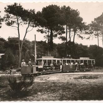 Carte postale ancienne du petit train du Cap Ferret - Collection Ferretdavant 2/9