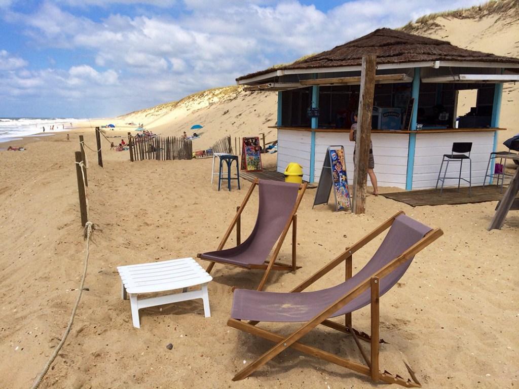 Terrasse et transat de La Paillote plage de la Garonne à Lège-Cap Ferret
