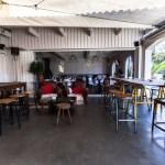 Terrasse du restaurant bar Le Caillebotis au Cap Ferret