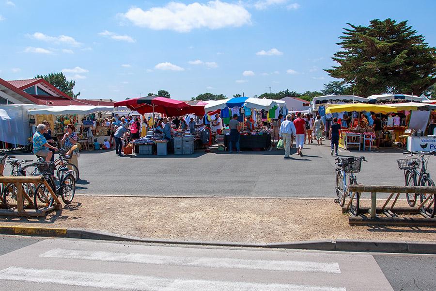 Le marché du Cap Ferret en plein été