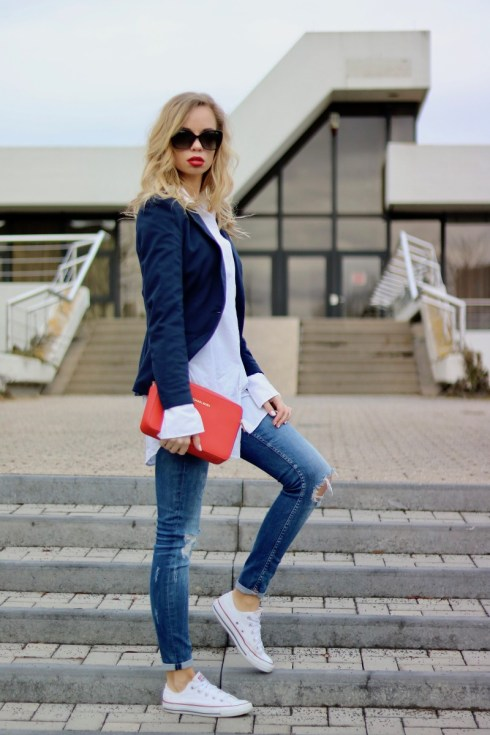 Casual Chic, Outfit, Oversized Shirt & Red Lips