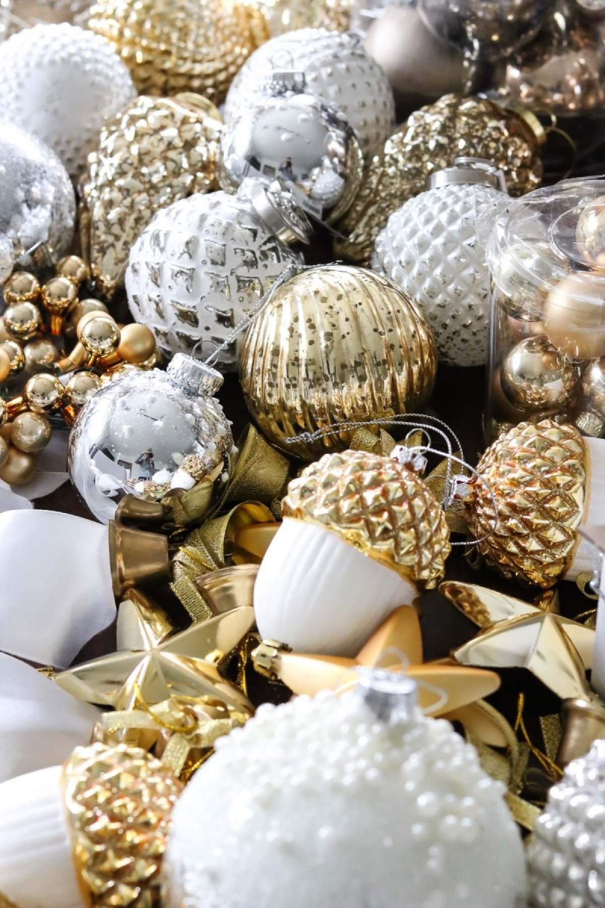 Christmas Decoration Haul 2017, Christmas Ornaments white and gold