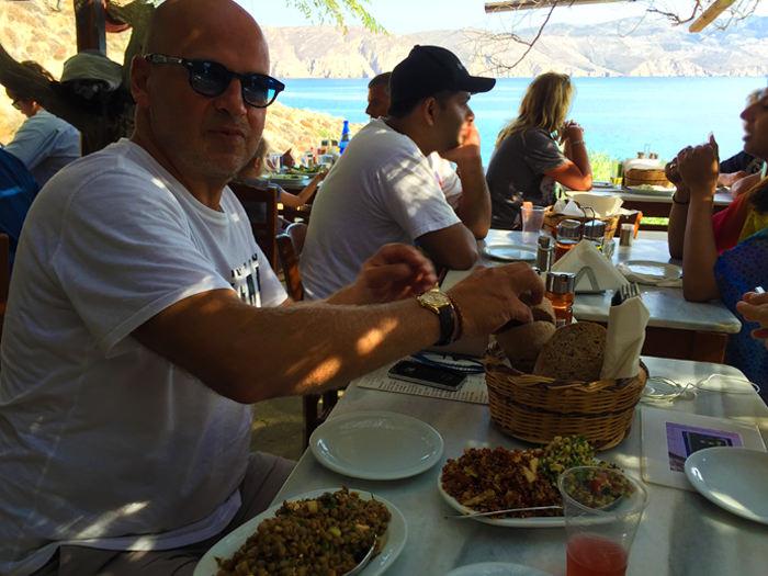 Kiki's Tavern in Agios Sostis – The Best Greek Tavern on Mykonos?