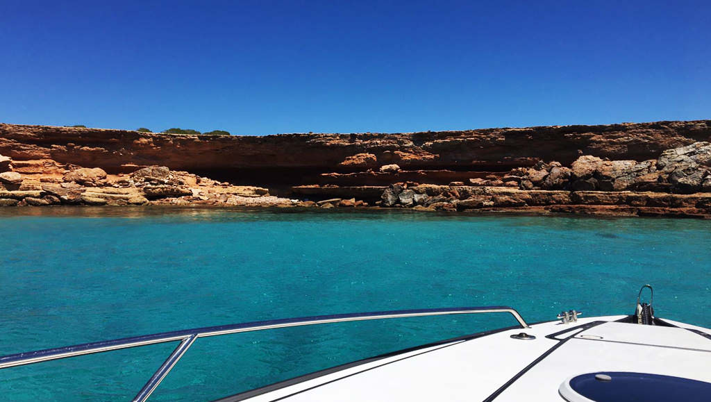 Do you want to explore Formentera? Choose a Boat Trip!