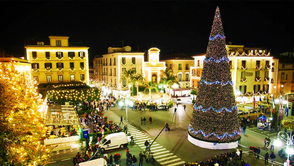 Christmas time in Sorrento. Events, Presepi and Struffoli