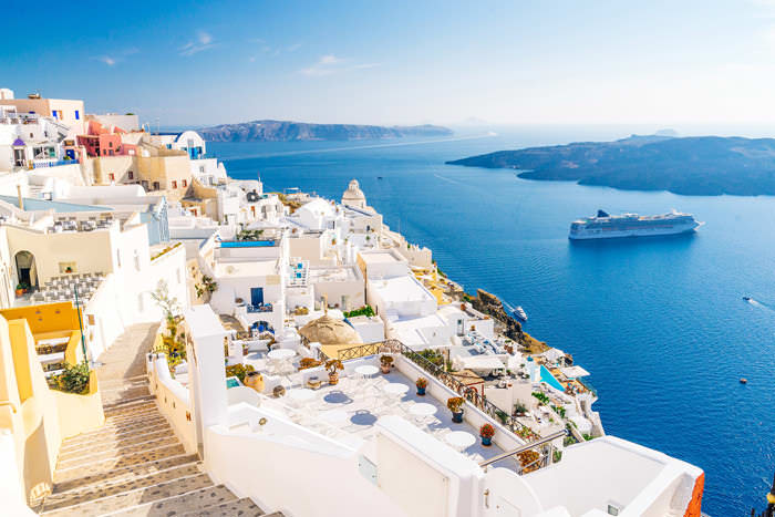 SANTORINI IN SPRING. NATURE, WINERIES AND RELAX