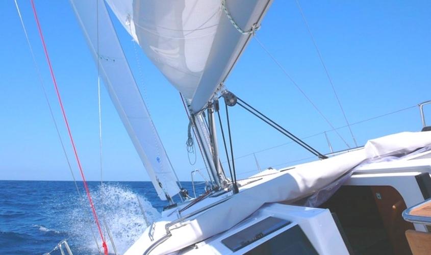 Location Voilier Bateau Var Promenade Balade En Mer – Croisiere sur mesure My Sail Mediterranee hanse 385 genois grand voile dehors