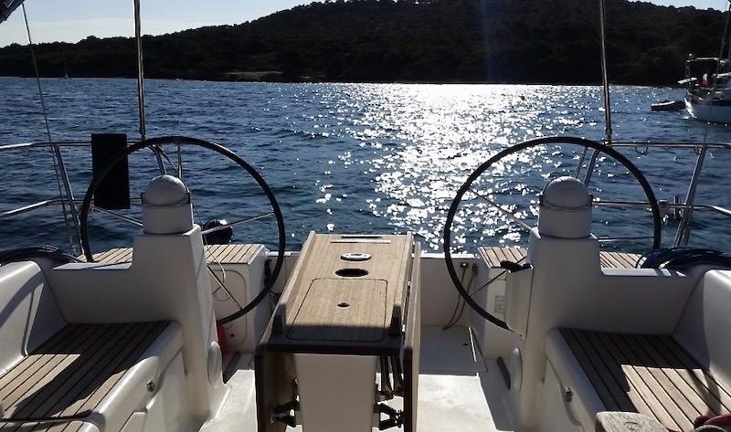 Location-voilier-dufour-375-GL-mediterranee-var-my-sail-croisiere-mediterranee-double barre à roue
