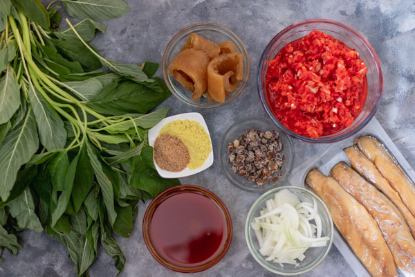 ingredients to cook african stewed spinach.