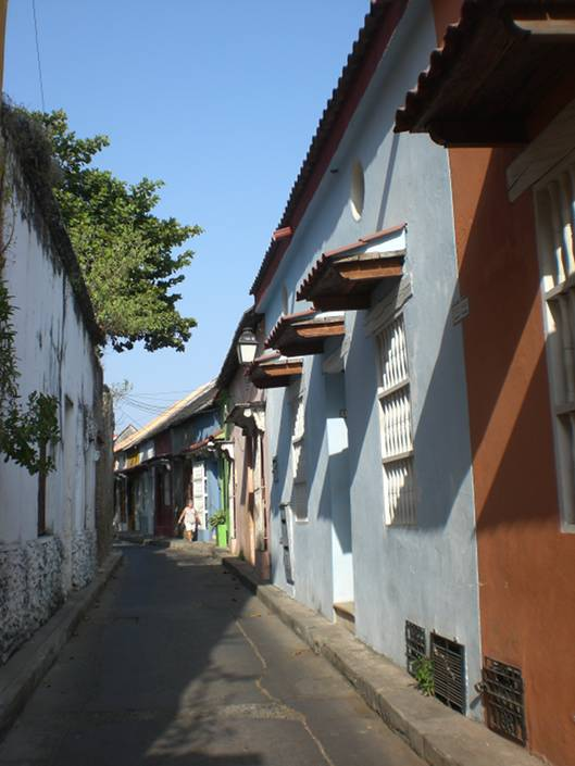 Things to do in Cartagena: sit in a tiny alley in Getsemani to enjoy some cool breeze