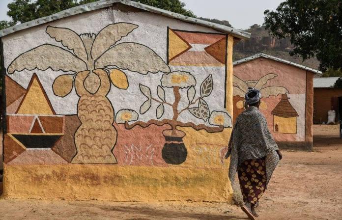 Mali/ De l'art sur les maisons en Banco
