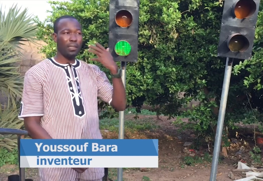 Burkina-Faso/ Les feux tricolores solaires: une idée de Youssouf Bara