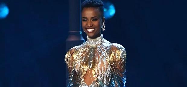 Miss Univers 2019: Zozibini Tunzi, la Sudafricaine aux cheveux crépus et peau pigmentée, ravit la couronne.