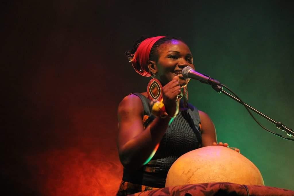 Cameroun : La célèbre chanteuse Kareyce Fotso fait ses premiers pas dans le cinéma