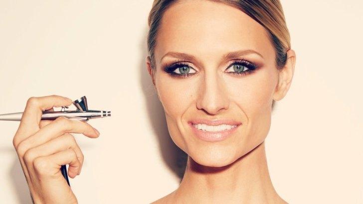 All about Airbrush Makeup + Top 10 airbrush makeup kits