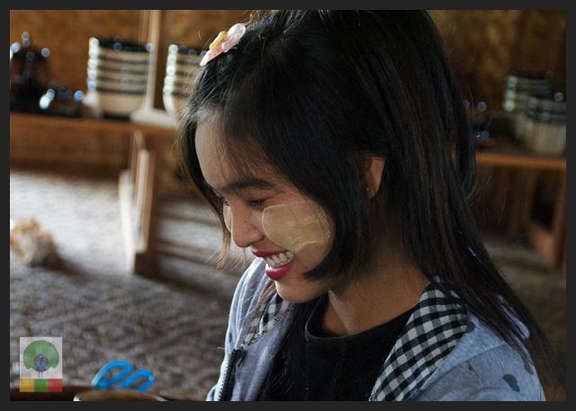 Smiles - Burmese girls with thanaka make up - cigar workshop - Inle Lake - Myanmar (Burma) 2