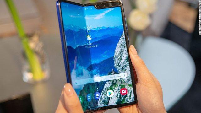 Samsung Galaxy Fold_1555956670213.jpg_473141_ver1.0_640_360_1555964530328.jpg.jpg