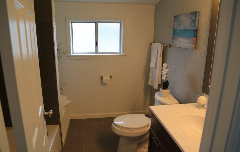 hallway-bathroom-2-1024x683