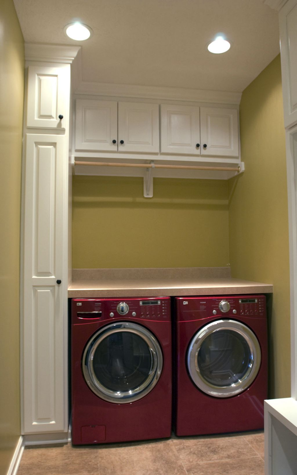 20 Briliant Small Laundry Room Storage Solutions on Laundry Cabinets Ideas  id=50596