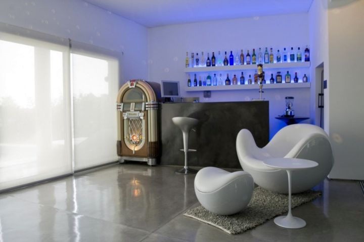 17 Sleek Modern Home Bar Counter Designs