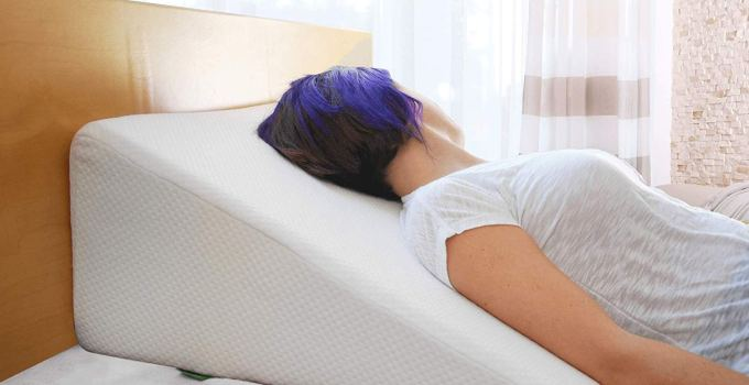 Cushy form wedge pillow with 1.5-inch memory foam