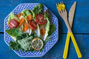 GREEN SALAD WITH OVEN ROASTED TOMATOES AND CASHEW SAUCE