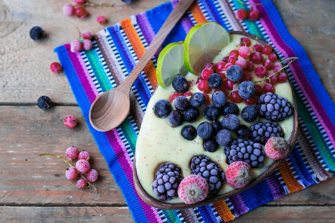 Tropical smoothie bowl with berries