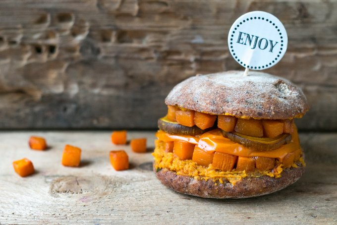 HEALTHY VEGETABLE BURGER – ORANGE MONSTER SAYS HELLO